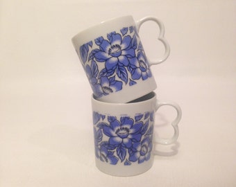 Vintage 70s White and Blue Floral Cups Set Tea Coffee Mugs Pair Dainty Small