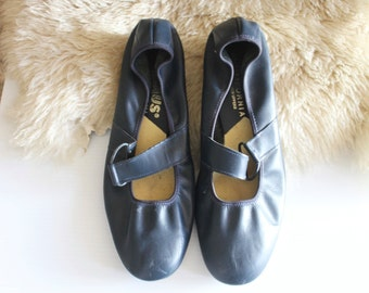 Vintage 60's Navy Leather Heels