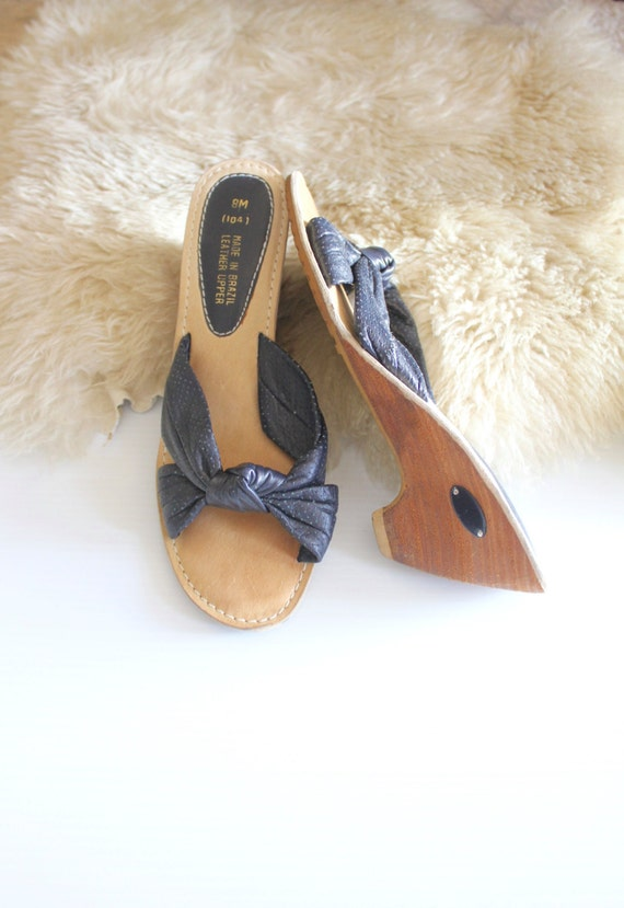 navy leather wedge/ 8 /1970's
