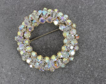 vintage 1950s rhinestone wreath brooch / aurora borealis rhinestone pin / beaded rhinestone circle pin / circle brooch