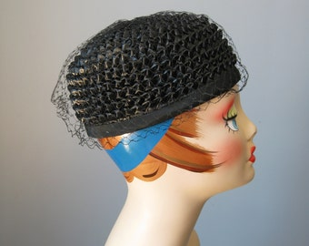Simple Black hat / Vtg 50s / Black Pillbox Hat / Black Faux Straw Pillbox Hat with Net