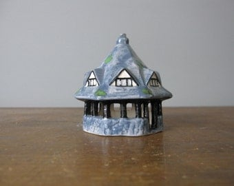 Vintage miniature house, ceramic figurine / collectable pottery / gables / gabled house / knicknacks / 815*66