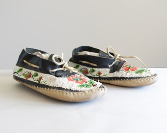Vintage Beaded Moccasins Womens Size 6 Taos