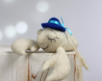 Needle Felted Crab - Dreamy White Felted Crab With Blue Bowler Hat- Needle Felt Crab - Summer Home Decor - White Needle Felted Crab Art Doll