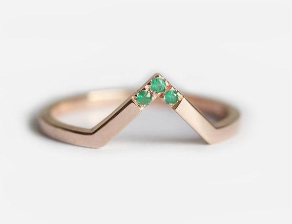 Emerald Wedding band, Rose Gold Emerald Band, Emerald Ring, Gold Emerald Band, Gold V ring, V shaped Ring, Stacking Gold Ring