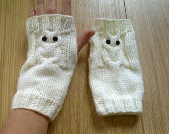 Owl fingerless gloves - cable pattern wrist warmers