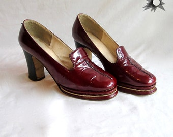 Vintage 1960's/70's Blood Red Platform Chunky Loafer Heels with Gold Detail Size 6-61/2