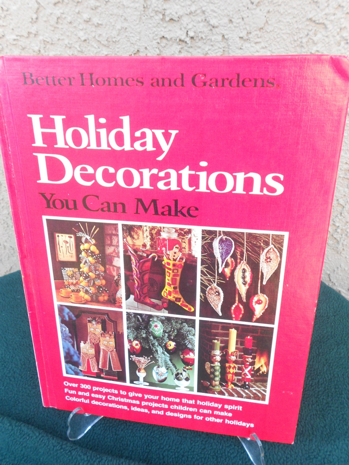 Better homes and gardens christmas decorating ideas - Vintage Christmas Craft Book Holiday Decorations You Can Make Better Homes Gardens Hardcover Decorating Craft Book Vintage Christmas Decor