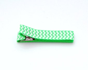 Fully lined double prong alligator barrette in bright green grosgrain ribbon and white chevron zig zag stripes
