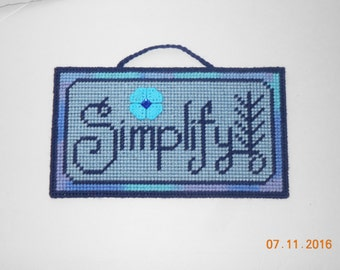 Simplify Wall hanging in Plastic canvas