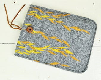 Vegan iPad Sleeve - iPad Air Felt Case screenprinted Willow, Tablet cover Natural Pattern, Soft Case with Floral Print, ecofriendly Sleeve