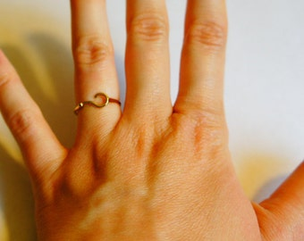 Amazing adjustable gold plated mister Who ring ???