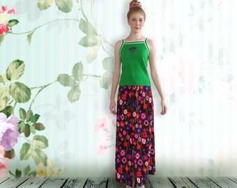 "Vintage 1970s  Maxi Skirt. Long Printed Skirt. High waisted Skirt.  Waist 28"""