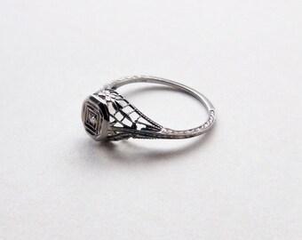 Art Deco diamond antique engagement ring filigree floral detail 10k white gold ring size 5.25