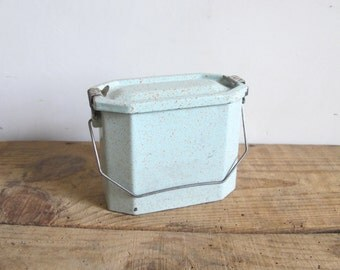 Vintage French canteen // lunch pail enamelware green metal tin box, granite ware