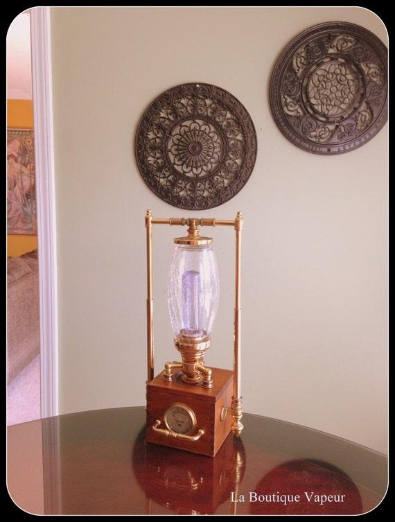 Один из рода латуни и дерева стимпанк вдохновили лампы