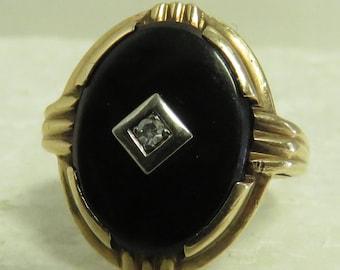 Vintage 1930 -40's 10 kt Gold Black Onyx Ring we/ Diamond / Size 5.5