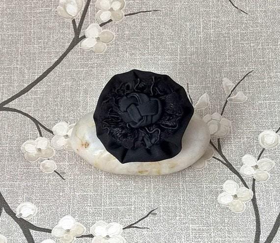 Stylish Beautiful Black Flower Lapel Pin: Black Lapel Flower Brooch Boutonniere Mens Lapel Pin Gothic