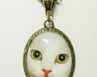 White cat pendant with chain - CAP09-024