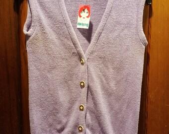 LITTLE LISA VEST // Lavender Sleeveless 70's Sweater Vest Size M Faux Wood Buttons Knit 60's Purple