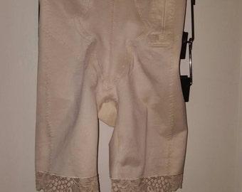 Wacoal vintage shaping girdle waist & thigh shapers/shape wear/ Tummy Control high waist Shorts/ivory/us Size M, 8/ UK 36/ EU S 46/ AU 10-12
