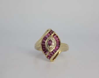 10k Yellow Gold Ruby and Diamond Ring // Vintage Ruby and Diamond Ring // Vintage Gold Ring // Size 6