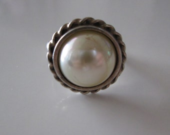 White pearl like Vintage Sterling silver ring size 7