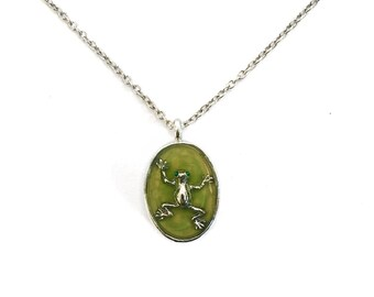 Frog necklace / frog jewelry / silver necklace / animal jewelry / green pendant / emerald eyes / mothers fay necklace