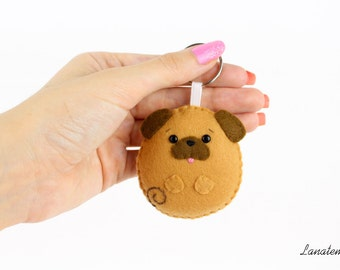 Pug dog felt keychain, hand sewn, totally handmade, dog keyring, bag accessory, pugs lover, brown pug