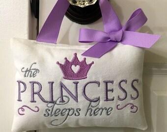 Baby Sleeping sign, Door Hanger, Door Sign, Quiet Please sign, Baby girl door sign, Baby girl gift, Baby Shower Gift, Princess decoration