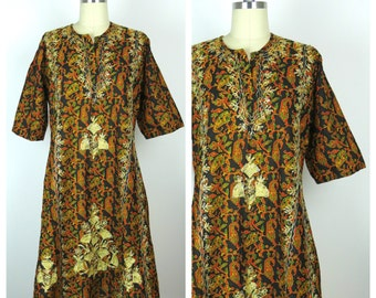 Vintage Caftan / 1970s Embroidered Dashiki Dress / One Size