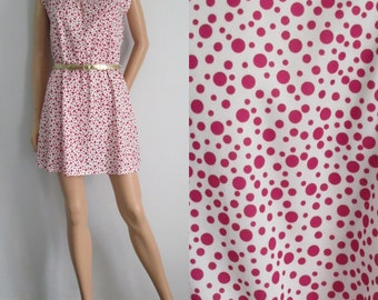 Short mini dress, pink & white polka dot, french retro vintage, sleeveless, polyester, scallop neckline, small