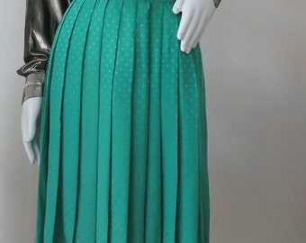 1970s Vintage Gucci Pleated Kelly Green Silk Skirt Size: M