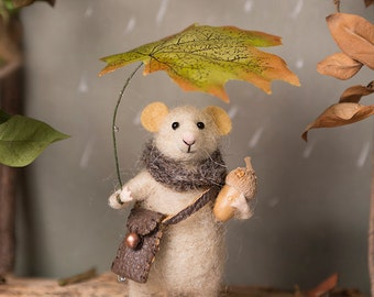Needle Felted mouse , Woolen mouse , Mouse with a leaf , Decoration , Art Doll , Waldorf animal , Eco-friendly
