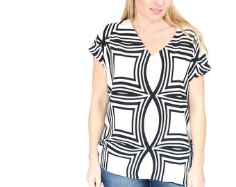 Wavy White and Black  Loose blouse Maternity Oversized shirt Summer shirt with V neck.