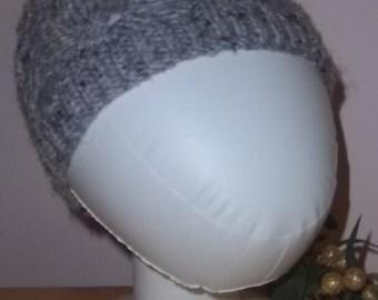 Bonnet a motifs de cables