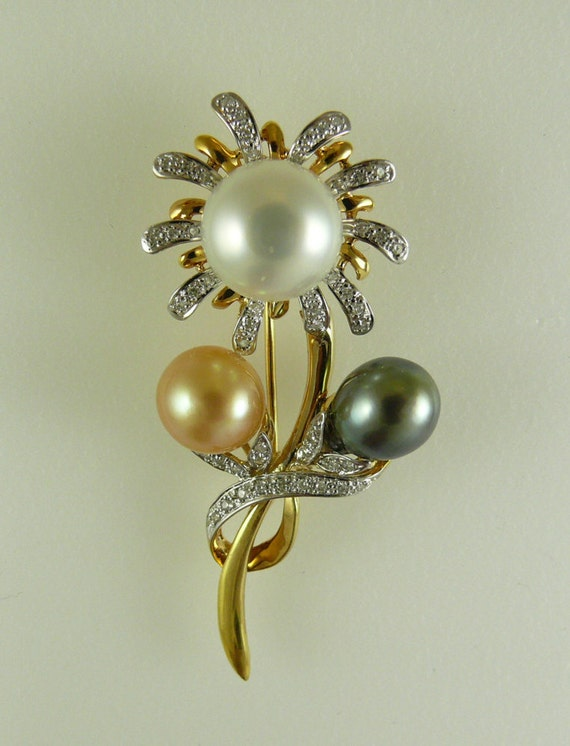South Sea Multi-Colored Pearl Pin 14k Yellow Gold and Diamonds 0.37ct