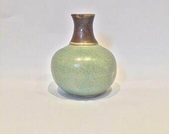 Light green and matt black stoneware ceramic flower vase