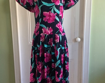 Sweet 80s / 1980s vintage Maggy London embossed silk floral dress - Free shipping!