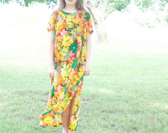 vintage 60s flower child floral housedress // oversize floral Pajamas // Loungewear // pool coverup