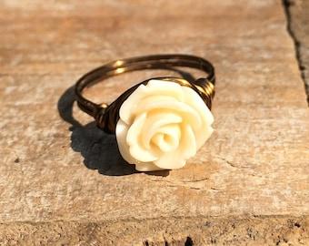 size 7.25 , 7 1/4 - cream off white Flower ring - antique brass gold wire wrap wrapped - garden spring summer women girl unisex romantic
