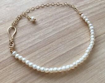 Feshwater Pearl Bracelet 14K Gold Filled Chain Simple Bracelet Simple White Natural Pearls Small Bracelet June Birthstone