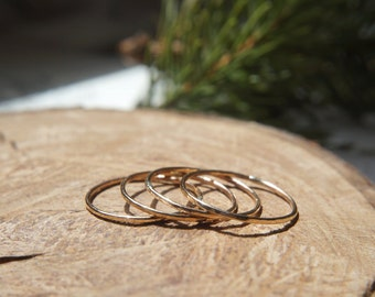 Set of 4 thin hammered stacking rings / Dainty rings / 14k Gold Filled / Knuckle ring / Stackable rings / Dainty jewelry / Gift for her