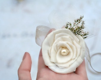 Organza Wrist Corsage // Ivory Sola Wood Rose, Dried Flowers, Bridesmaids Corsage, Mothers Corsage, Bridal Flowers, Wedding Accessories