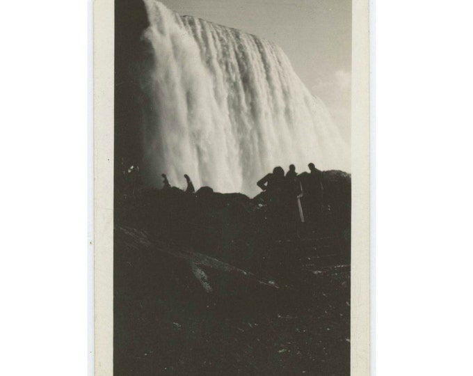 Figures Silhouetted Against Niagara Falls, September 1940 Vintage Snapshot Photo (61446)
