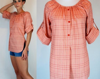 Vintage 1970s Picnic Plaid Peasant Blouse. Pink Button-down Tunic w/ Flyaway front, Cuffed sleeves, deep scoop neck. boho Hippie top. Small