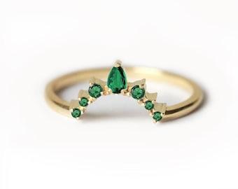 Emerald Wedding ring, Emerald Wedding Band, Curved Wedding Band With Emeralds, Curved Emerald ring, Prong Set Emerald Ring