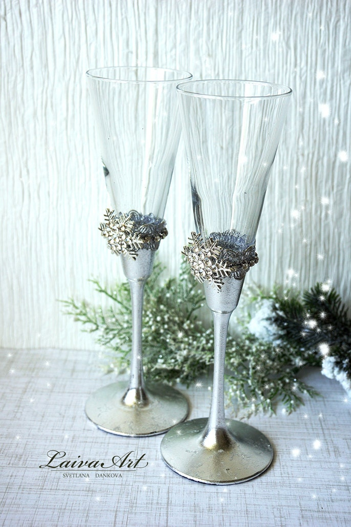 Snowflakes winter wedding champagne glasses winter wedding for Wedding champagne flutes