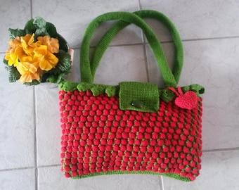 Handbag in strawberry pattern