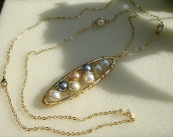 Long necklace in silver with shell pearls